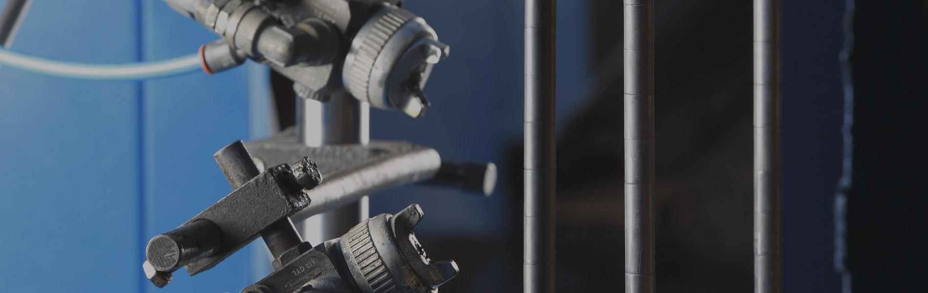 Cortugrop es especialista en realizar operaciones de desengrase, granallado, fosfatado y adhesivado en piezas de metal para automoción.